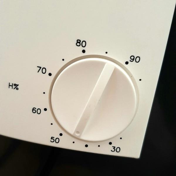 Hygrostat pro řízení vlhkosti vzduchu